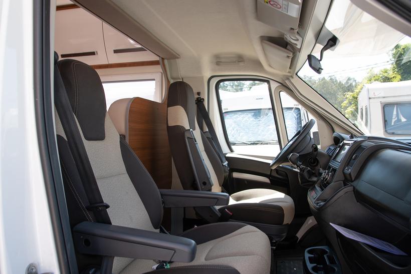 van&fun-baron-26g-cabina