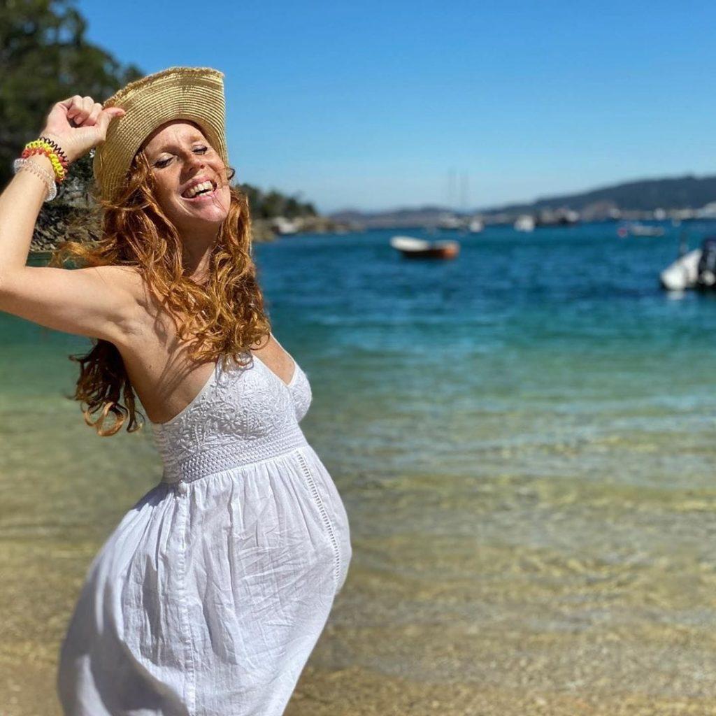maria castro disfrutando de vacaciones en galicia